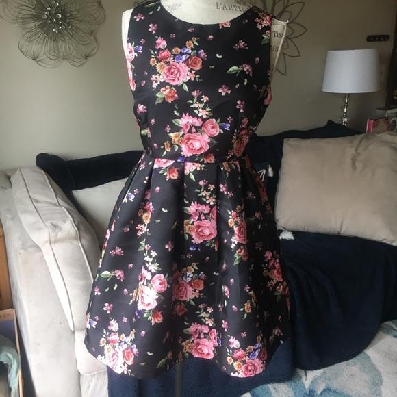 Forever 21 Dresses & Skirts - Floral Black Dress